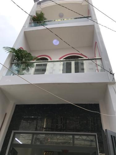 Nhà phố Quận Tân Phú hẻm xe hơi rộng 4m, sổ hồng riêng.