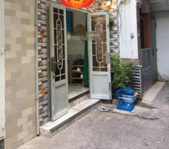 Nhà phố hẻm đường Tôn Thất Thuyết diện tích 30m2, có sổ hồng riêng.