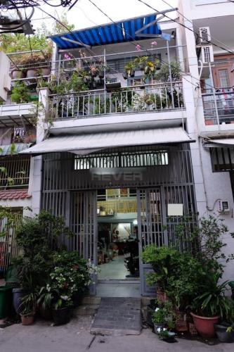 Nhà phố hướng Nam hẻm 4m, diện tích sử dụng 120m2.
