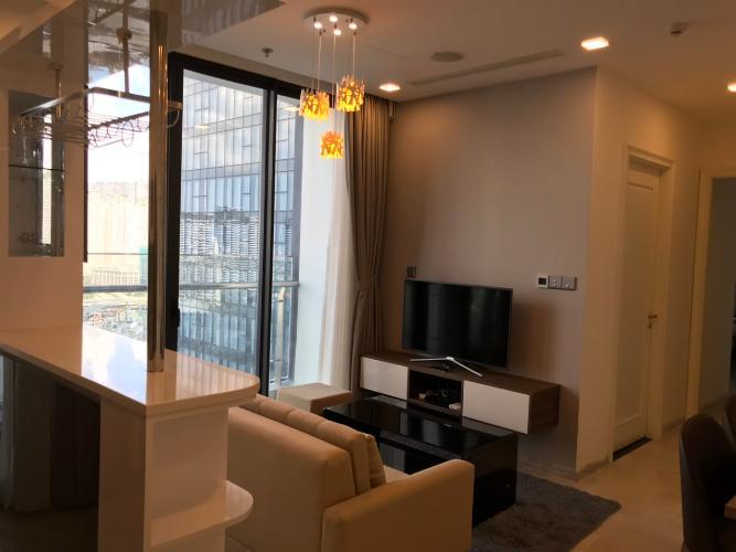 phòng khách Căn hộ Vinhomes Golden River tầng cao, view tòa Landmark 81.