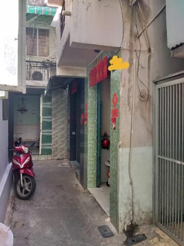Hẻm nhà phố Nhà phố Tân Phú hướng Đông Bắc diện tích đất 2.2mx12m, hẻm xe máy.