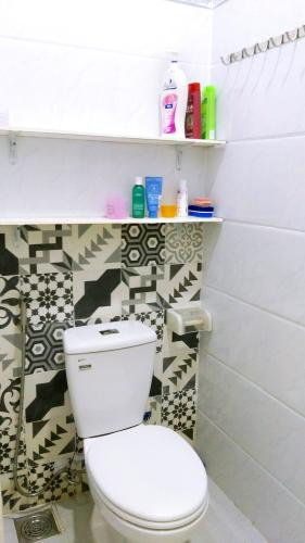 Phòng tắm nhà phố Quận 6 Nhà phố Quận 6 hướng Nam diện tích sử dụng 111.8m2, nội thất cơ bản.