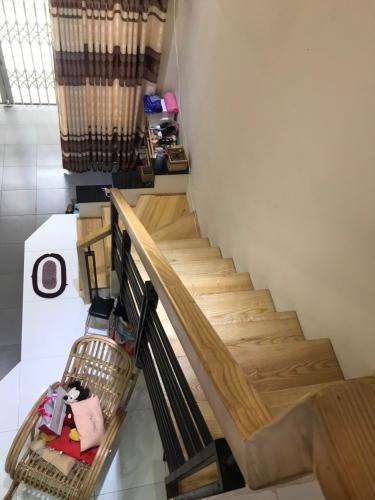 Cầu thang Nhà phố hẻm rộng 3m hướng Tây, diện tích 95.85m2.