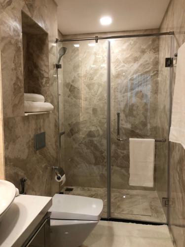 Phòng tắm Vinhomes Central Park Căn hộ Vinhomes Central Park tầng trung, hướng Đông Bắc.