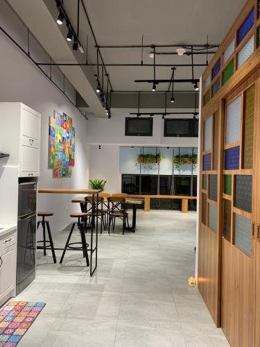 Office-tel tầng thấp The Sun Avenue có thiết kế hiện đại, nội thất đầy đủ