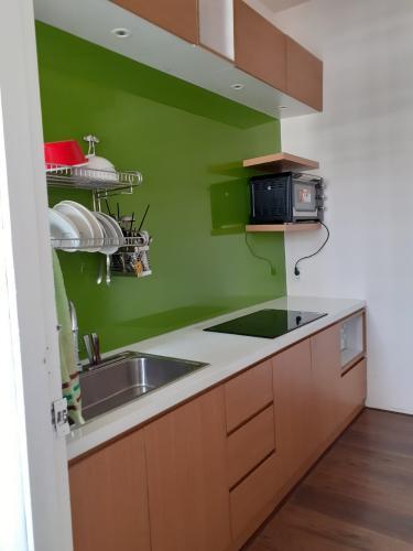 Phòng bếp chung cư Sư Vạn Hạnh, Quận 5 Căn hộ chung cư Sư Vạn Hạnh hướng Tây, đầy đủ nội thất.