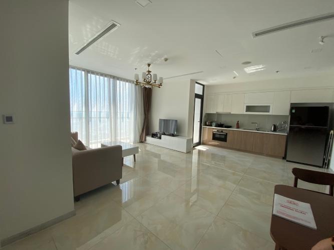 phòng khách Căn hộ Vinhomes Golden River tầng cao, nội thất đầy đủ.