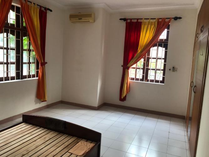 Phòng ngủ biệt thự Biệt thự Thảo Điền Quận 2 trang bị đầy đủ nội thất, khu vực an ninh.
