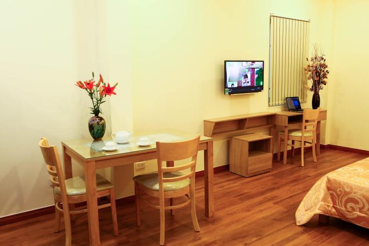 Phòng khách căn hộ dịch vụ Quận 1 Căn hộ dịch vụ 1 phòng ngủ view thoáng mát, đầy đủ nội thất.