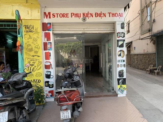Mặt bằng kinh doanh 2 mặt tiền đường Huỳnh Văn Bánh, diện tích 35m2.