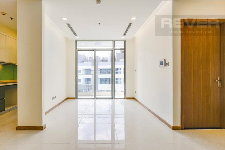 Căn hộ Vinhomes Central Park tầng 3 có 3 phòng ngủ, nội thất cơ bản.
