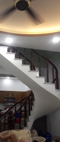 Bán nhà hẻm Lê Văn Lương thiết kế hiện đai, sổ hồng chính chủ rõ ràng.