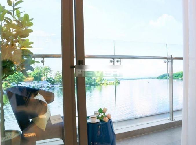 Ban công D'Lusso Quận 2 Căn hộ D'Lusso tầng 8, ban công view sông, nội thất cơ bản.