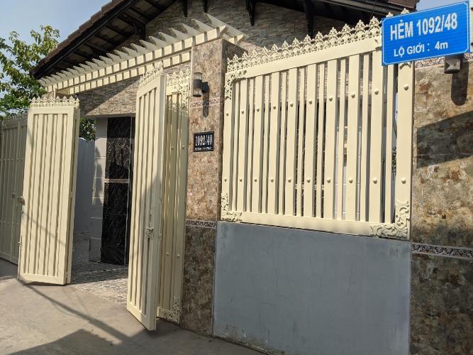 Bán nhà hẻm Huỳnh Tấn Phát, Phú Thuận, Quận 7, nội thất cơ bản, sổ hồng