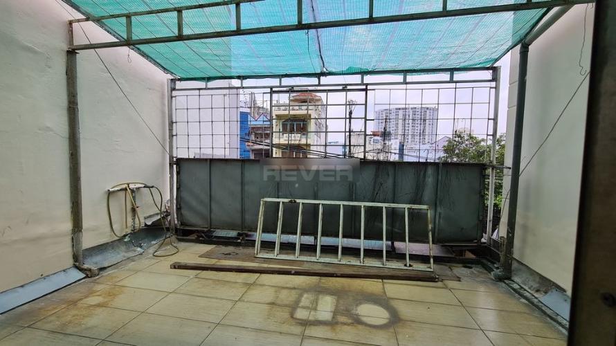 Bên trong nhà phố Đinh Bộ Lĩnh, Bình Thạnh Nhà phố hướng Đông, ngay mặt tiền gần ngã tư Nguyễn Xí.