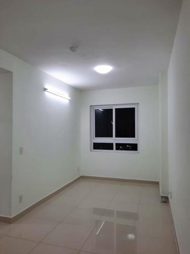Căn hộ Topaz Home tầng 9 ban công hướng Tây Bắc, nội thất cơ bản.