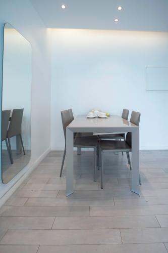 Không gian căn hộ Léman Luxury Apartment , Quận 3 Căn hộ Léman Luxury Apartment tầng 10 view thoáng mát, đầy đủ nội thất.