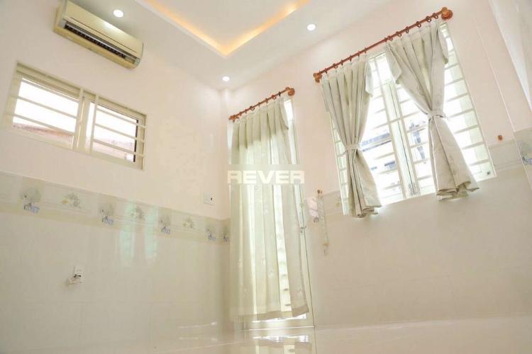 Phòng ngủ nhà Phú Mỹ, Bình Thạnh Nhà phố Bình Thạnh nội thất cơ bản còn mới, hướng Đông.