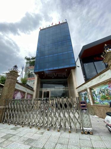 Mặt bằng kinh doanh diện tích 220m2, cách đường Đỗ Xuân Hợp 100m.