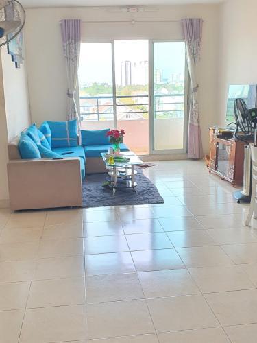 Phòng khách căn hộ Conic Đông Nam Á, Bình Chánh Căn hộ tầng 6 Conic Đông Nam Á hướng Tây Bắc, đầy đủ nội thất.