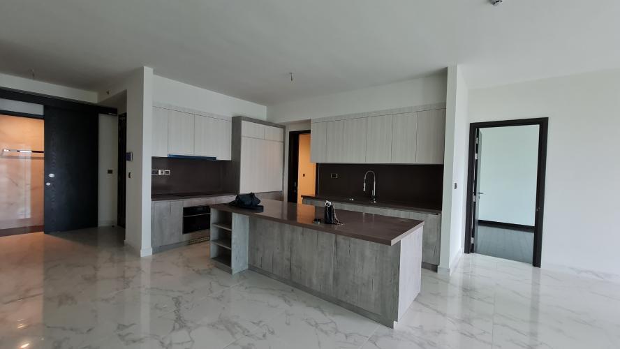 Căn hộ Feliz En Vista diện tích lớn gồm 4 phòng ngủ, nội thất cơ bản.