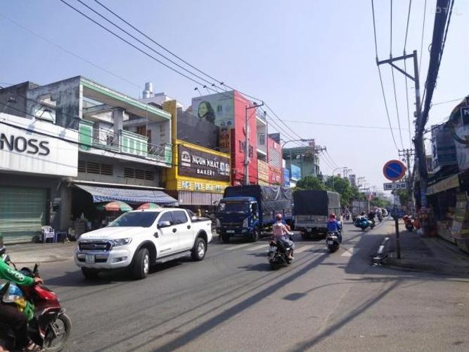 Nhà phố Huyện Hóc Môn Nhà phố diện tích 120m2, cách hồ bơi Quaanj1 2 chỉ 100m.