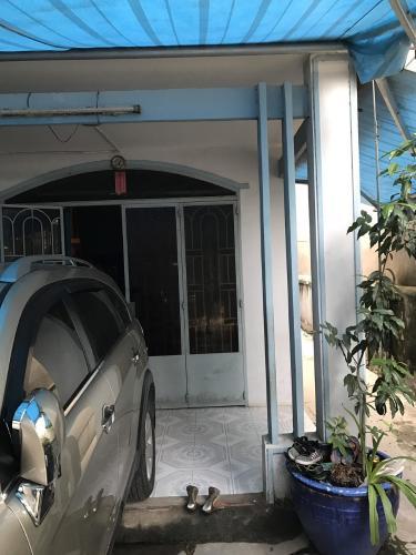 Sân để xe nhà hẻm đường Vườn Lài, quận 12 Nhà hẻm đường Vườn Lài diện tích đất 118.2m2, đường trước nhà 6m