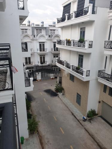 View nhà phố Thạnh Xuân 24, Quận 12 Nhà nguyên căn mới xây 1 trệt 3 lầu làm văn phòng, hẻm xe hơi.