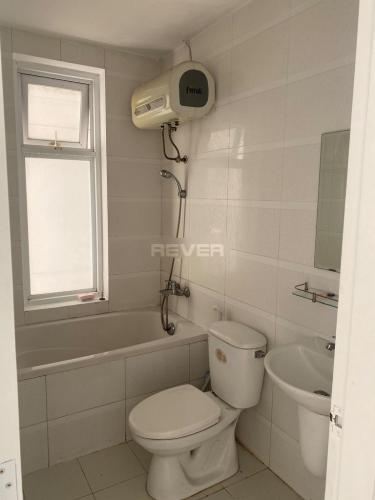 Phòng tắm Terra Rosa, Bình Chánh Căn hộ Terra Rosa nội thất cơ bản, hướng Tây Bắc.