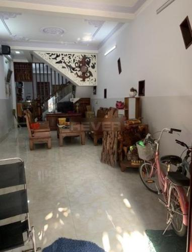 Nhà phố hướng Đông, nằm trong khu dân cư Thăng Long.