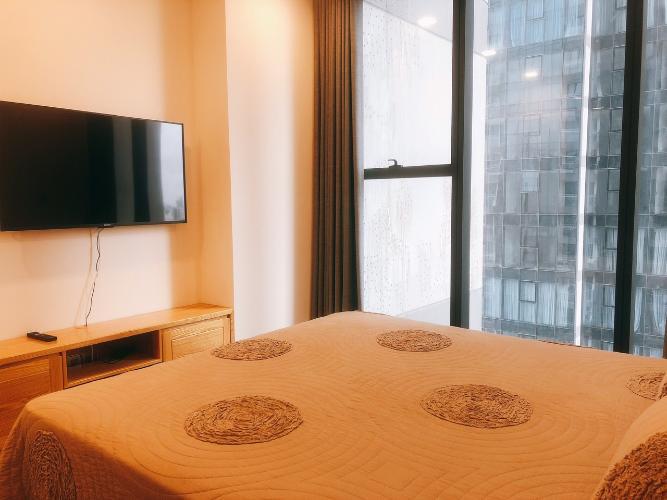 Phòng ngủ nhà phố Vinhomes Golden River  Căn hộ Vinhomes Golden River tầng trung view đẹp, đầy đủ nội thất.