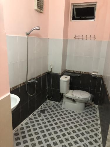Phòng tắm nhà phố Bình Thạnh Nhà hẻm Nơ Trang Long, diện tích 5x8m, sổ hồng chính chủ.