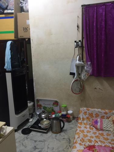 phòng ngủ nhà phố quận 1 Bán nhà hẻm Đề Thám 2m, ban công và cửa hướng Tây  Nam.