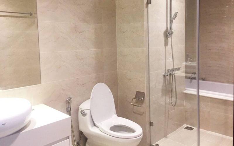 Phòng tắm căn hộ Vinhomes Grand Park Căn hộ Vinhomes Central Park tầng cao nội thất cơ bản, 4 phòng ngủ.