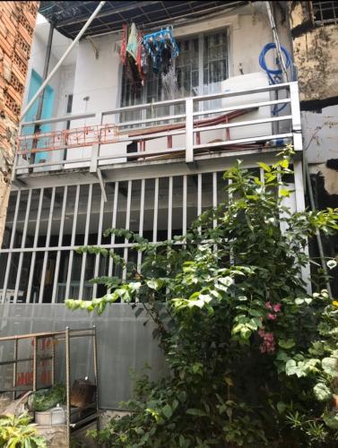 Bán nhà phố hẻm đường Nguyễn Văn Quỳ, P. Phú Thuận, Q.7, diện tích đất 30.7m2, sổ hồng pháp lý đầy đủ.