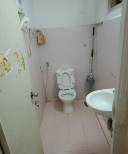 Phòng tắm chung cư 43 Hồ Văn Huê, Phú Nhuận Căn hộ chung cư Hồ Văn Huê ban công hướng Tây, nội thất cơ bản.
