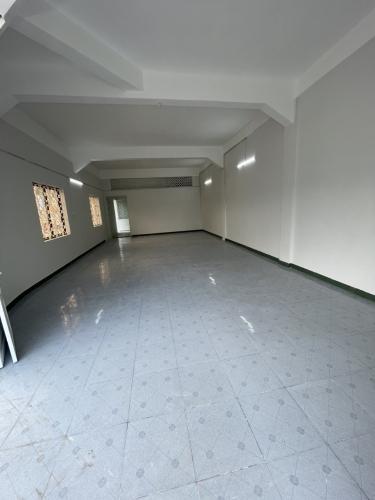 Căn hộ Chung cư Hồng Bàng cửa hướng Tây Nam, không nội thất.