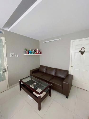 Phòng khách chung cư Phan Xích Long, Phú Nhuận Căn hộ chung cư Phan Xích Long hướng Tây Bắc, đầy đủ nội thất.