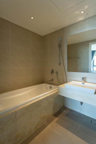 Phòng tắm Diamond Island, Quận 2 Căn hộ Diamond Island hướng Đông Nam, đầy đủ nội thất.