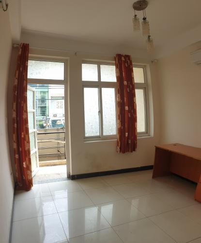 phòng ngủ Nhà phố mặt tiền đường chính hướng Bắc, diện tích 60m2.