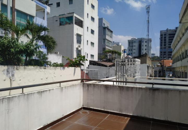 Bên trong nhà phố Võ Văn Tần, Quận 3 Nhà 1 trệt 2 lầu sân thượng hẻm dân cư an ninh, hướng Tây Bắc.