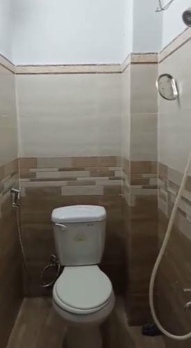 Toilet nhà phố Nhà phố hướng cửa Tây Nam diện tích sử dụng 37m2, sổ hồng riêng.