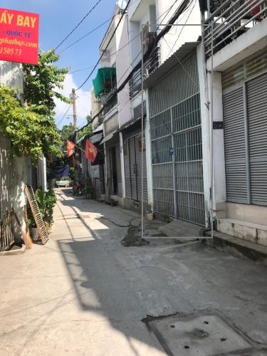 Nhà phố hẻm xe hơi đường Thạnh Lộc 8, kết cấu 1 trệt 1 gác lửng.