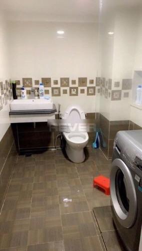 Phòng tắm nhà Quận 7 Nhà phố khu dân cư ven sông diện tích sử dụng 329m2, hướng Nam.
