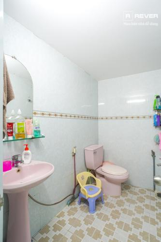 Toilet nhà phố QUẬN 4 Bán nhà phố hẻm Tôn Đản, Quận 4, đầy đủ nội thất, hướng Đông Bắc
