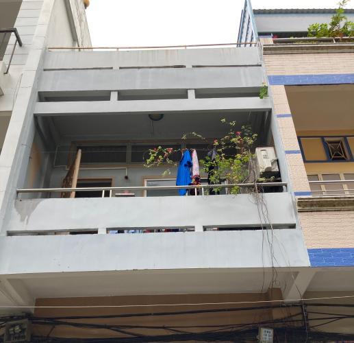 Nhà phố Quận 6 kết cấu 1 trệt 1 lầu diện tích 80m2, nội thất cơ bản.