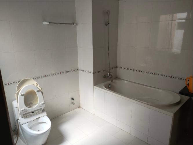 Phòng tắm nhà phố Quận Tân Bình Nhà phố 2 mặt tiền hẻm Quận Tân Bình hướng Tây Nam, có sổ đỏ.