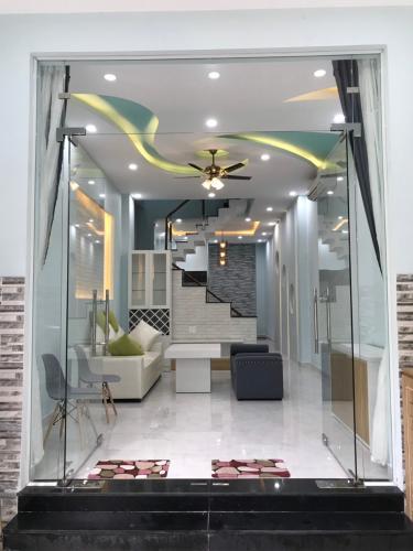 Phòng khách nhà phố Gò Vấp Nhà phố cửa hướng Đông hẻm xe hơi rộng, kết cấu 3 tầng.