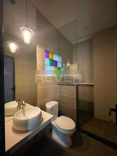 Phòng tắm nhà phố Quận 12 Nhà phố mặt tiền đường Tân Chánh Hiệp 8 Quận 12, hướng Đông mát mẻ