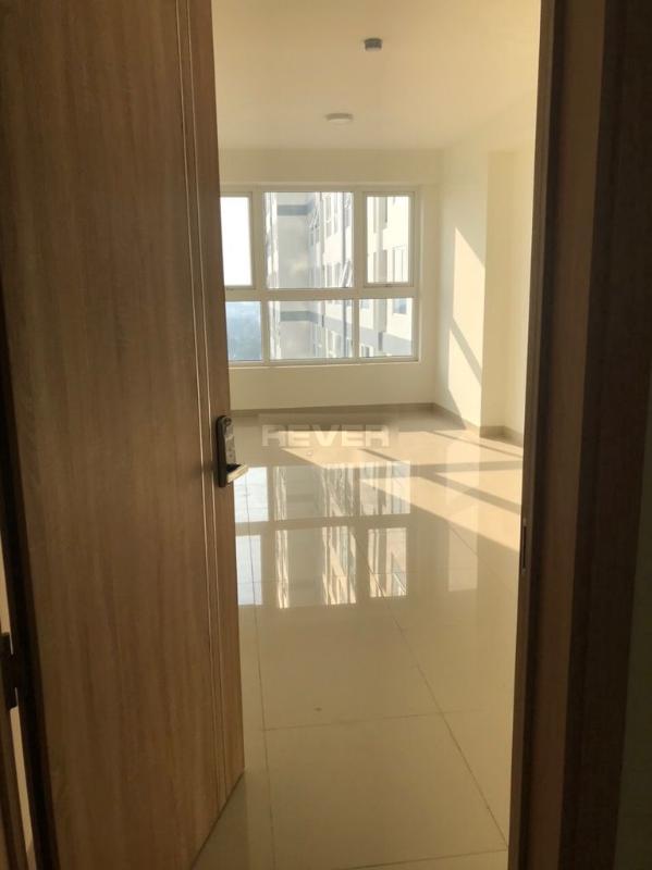 Căn hộ Saigon Gateway tầng 14 cửa chính hướng Đông, nội thất cơ bản.
